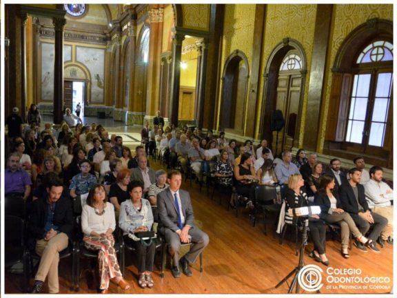 Sala llena para presenciar la entrega de reconocimientos y premios del Colegio Odontológico de la Provincia de Córdoba